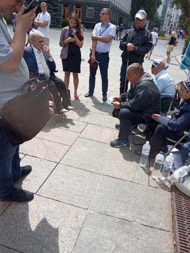 До голодувальників звернувся Уповноважений Президента України з прав людей з інвалідністю В. М. Сушкевич
