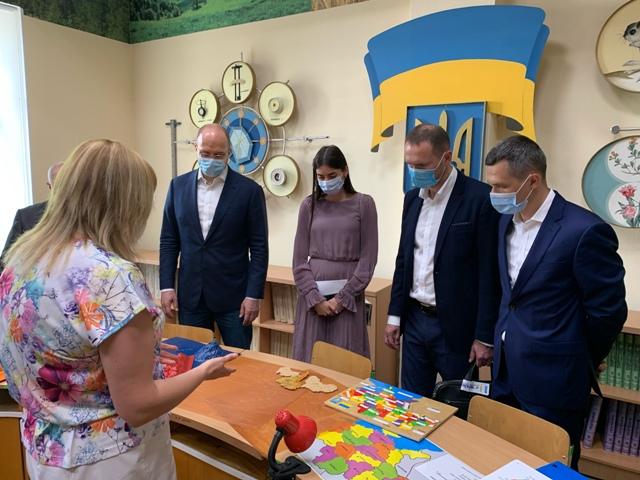 Фотографія членів урядової делегації
